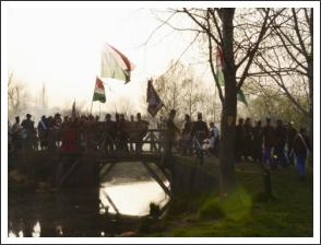 Csata a Tápió hídján (fotó: Berlingerné Kiss Orsolya)
